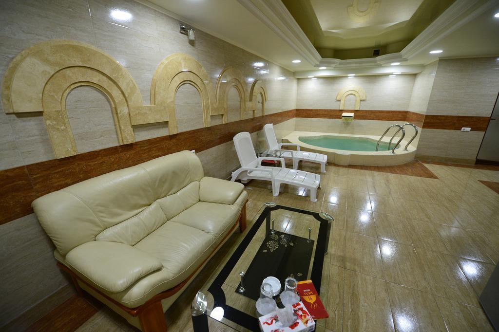 Фото Yerevan Deluxe Hotel