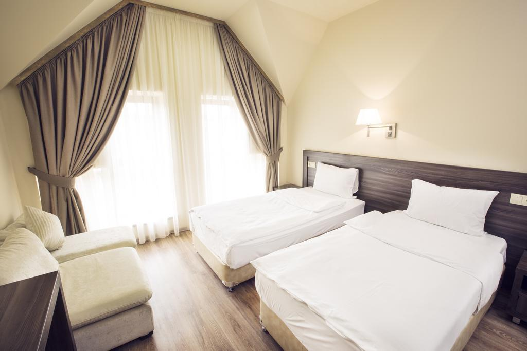 Фото Yerevan Deluxe Hotel Армения Ереван