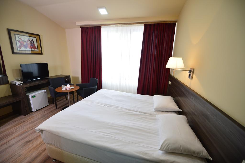 Yerevan Deluxe Hotel Ереван