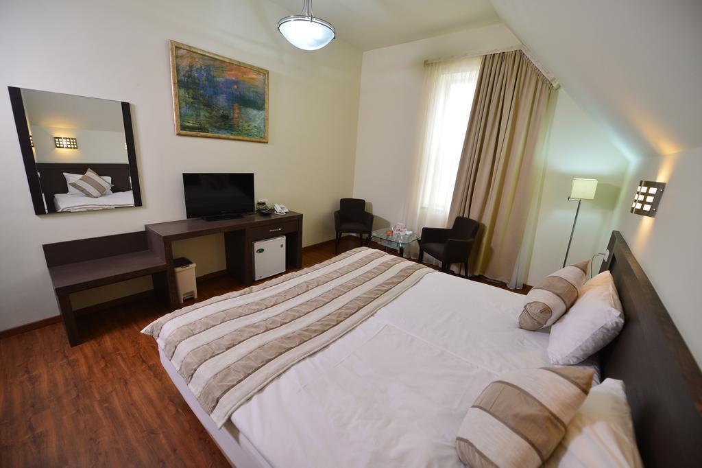 Yerevan Deluxe Hotel Армения Ереван