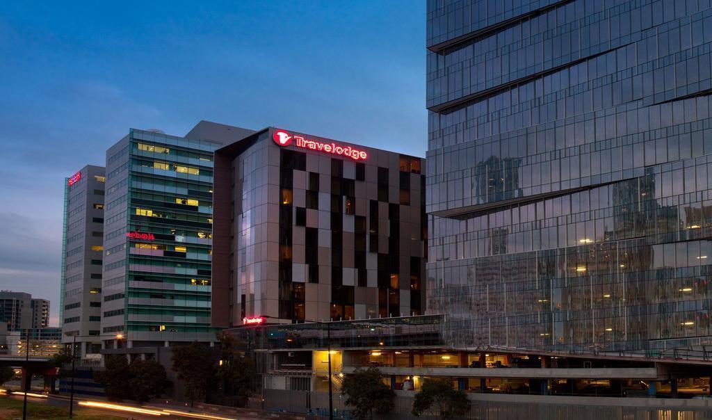 Отель Travelodge Docklands Мельбурн