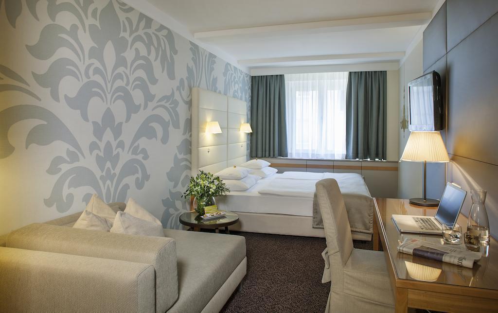 Отель Tigra Вена