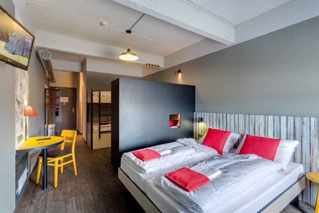 Фото Meininger Hotel Brussels City Center