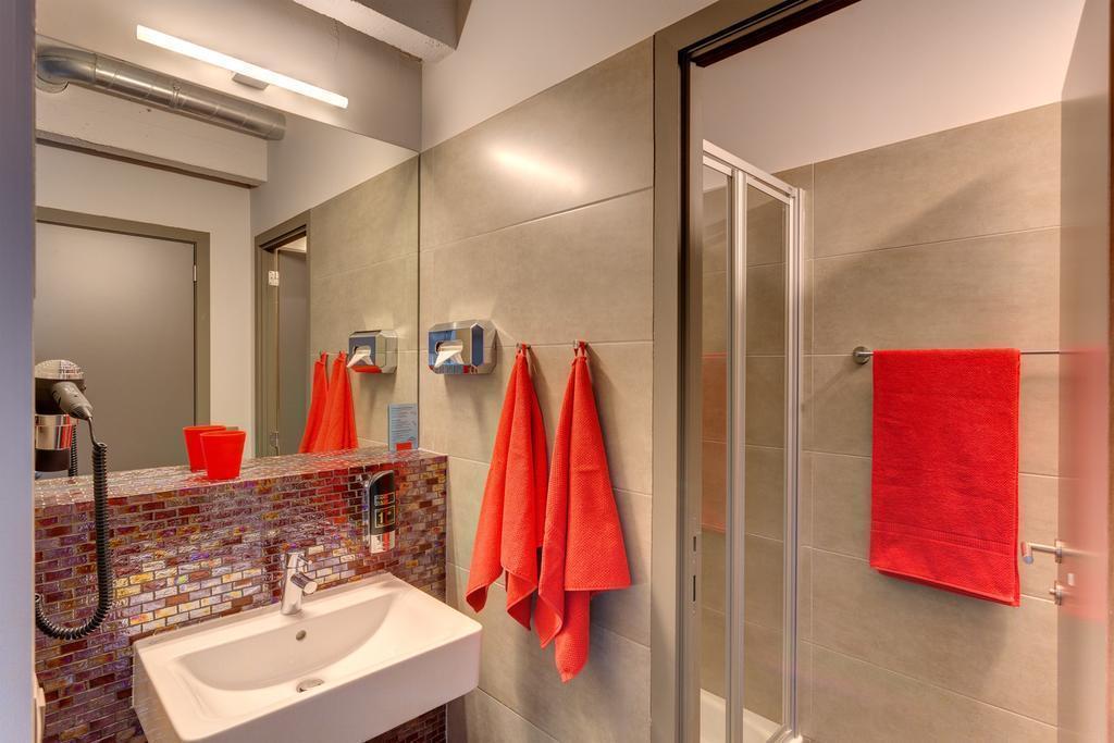 Отель Meininger Hotel Brussels City Center Брюссель