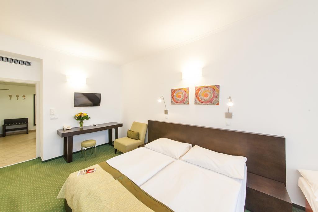 Отель Hotel Vitkov Чехия Прага