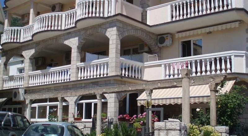 Apartments Bojana Бечичи