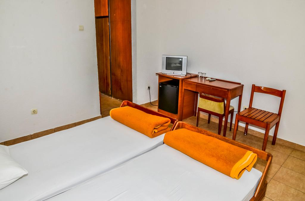 Отель Bellevue Hotel Ulcinj Улцинь