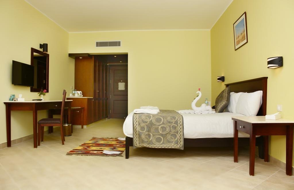 Фото Royal Tulip Beach Resort 5*