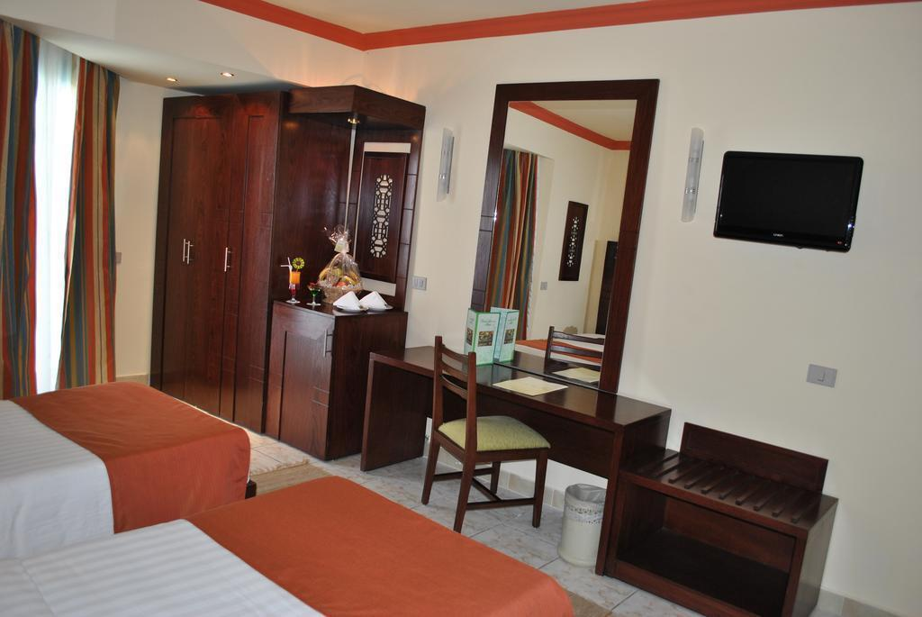 Фото Sharm Holiday Resort