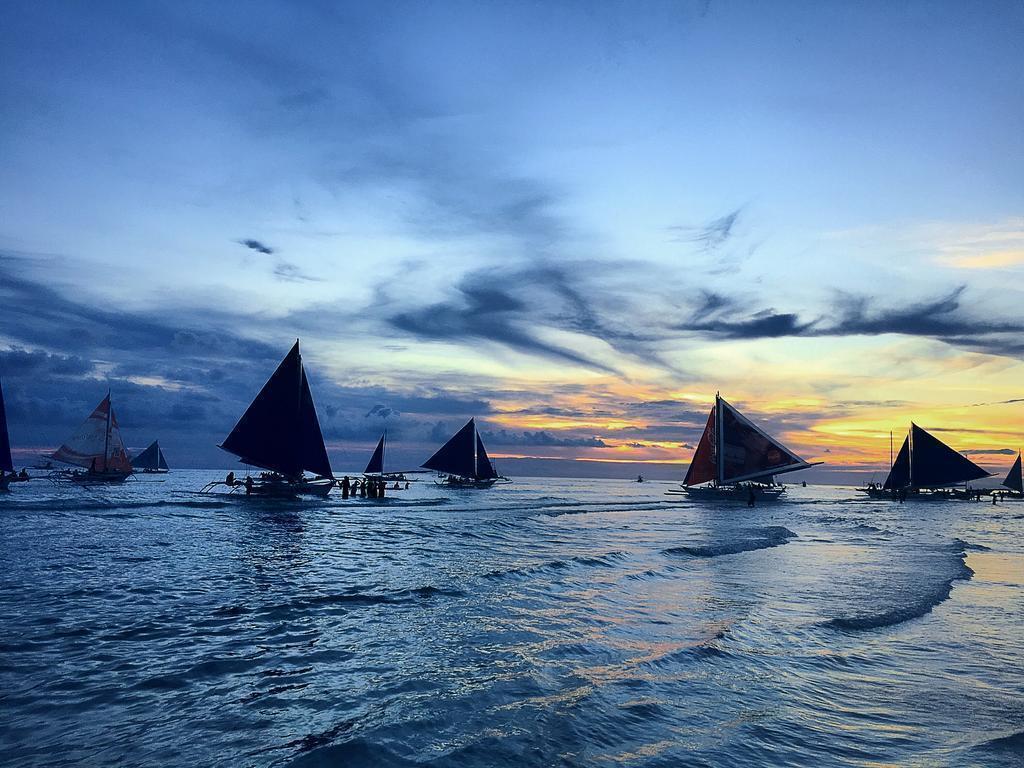 Фото The Beach House Boracay