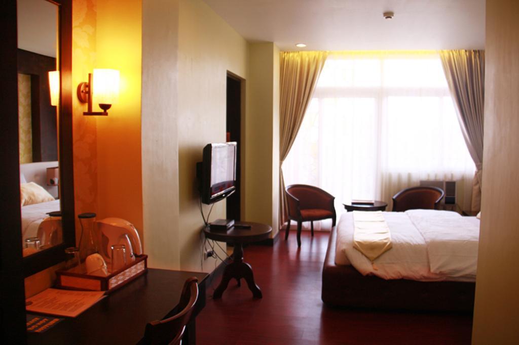 San Remigio Pensionne Suites Филиппины о. Себу