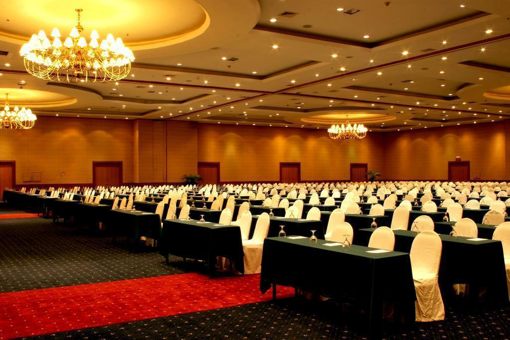 Фото Waterfront Cebu City Hotel & Casino