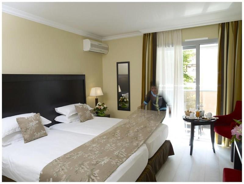 Отель Helios Hotel Лазурный Берег