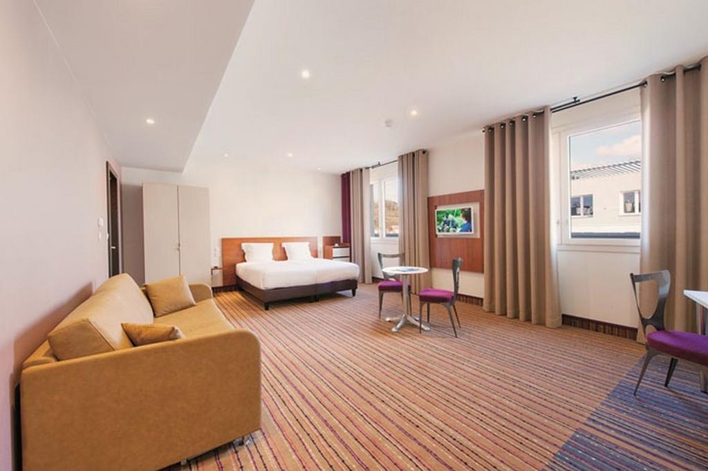 Фото Hotel Lyon-Ouest