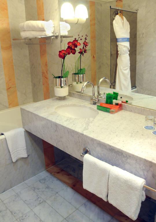 Отель NH Hotel Ницца