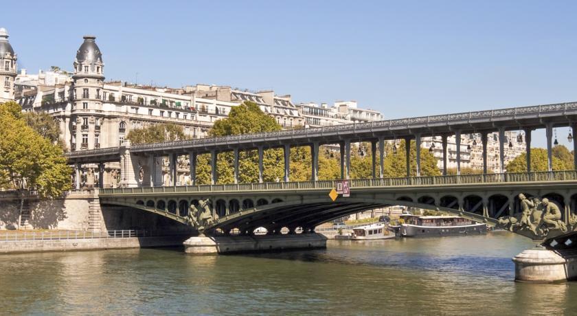 Отель Eiffel Saint Charles Париж