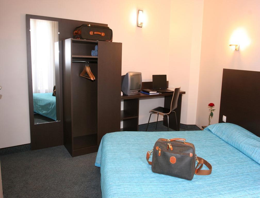 Отель Amarys Simart Франция Париж