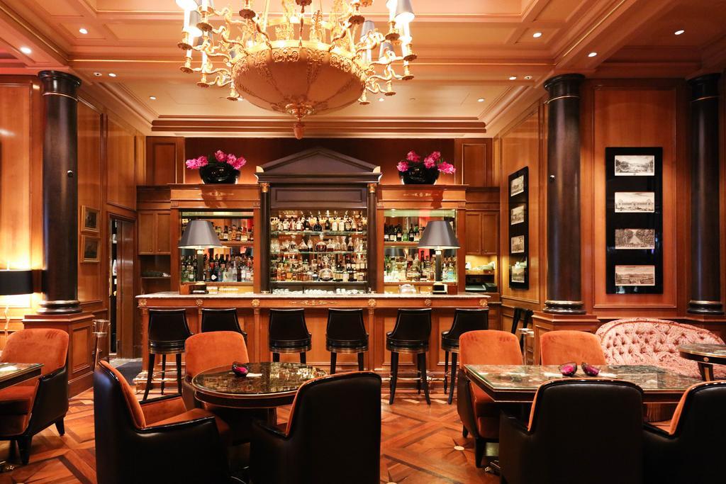 Фото Four Seasons Hotel George V Франция Париж
