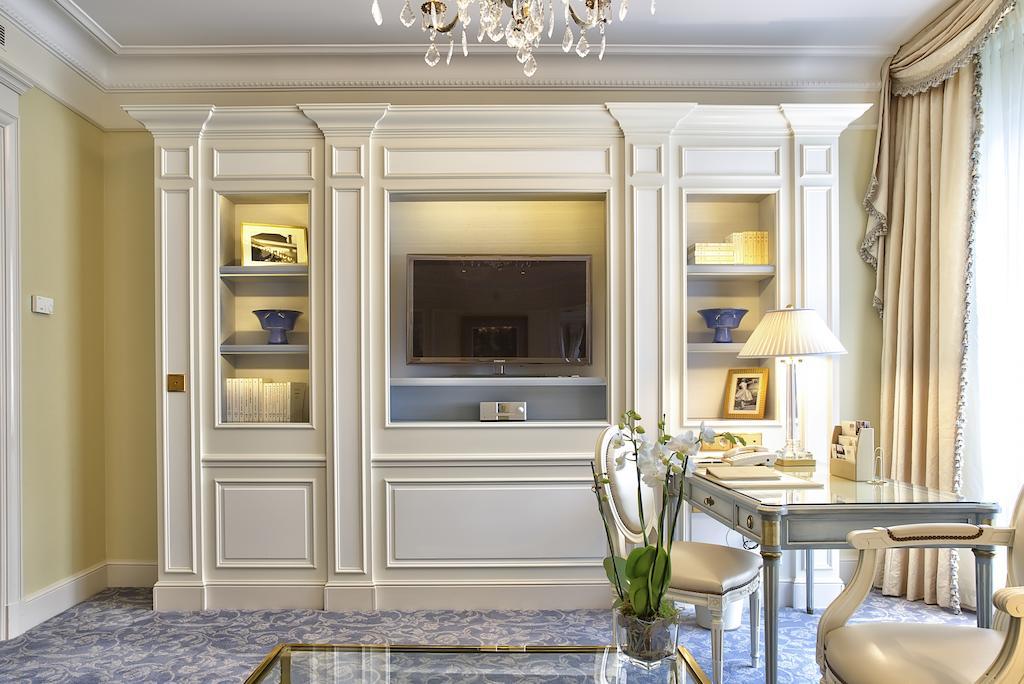 Отель Four Seasons Hotel George V Париж