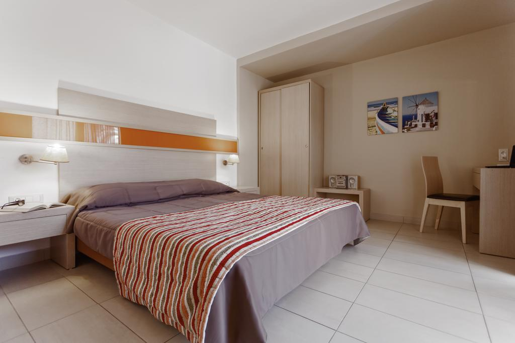 Фото Lagomandra Beach Hotel