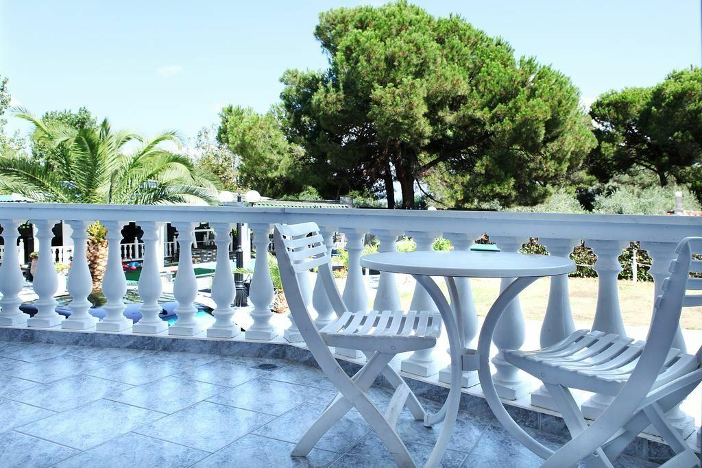 Фото Diaporos Hotel