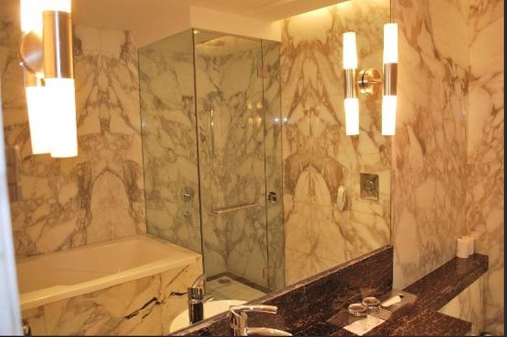 Фото The Radisson Blu Marina Hotel Индия Дели
