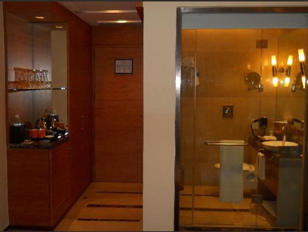Фото The Radisson Blu Marina Hotel Дели