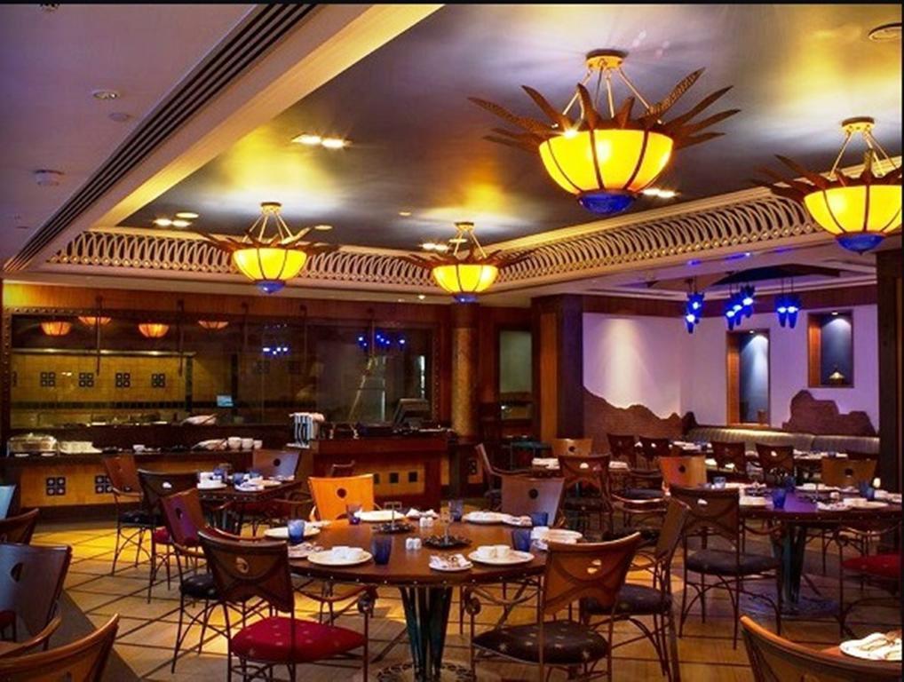 Отель The Radisson Blu Marina Hotel Дели