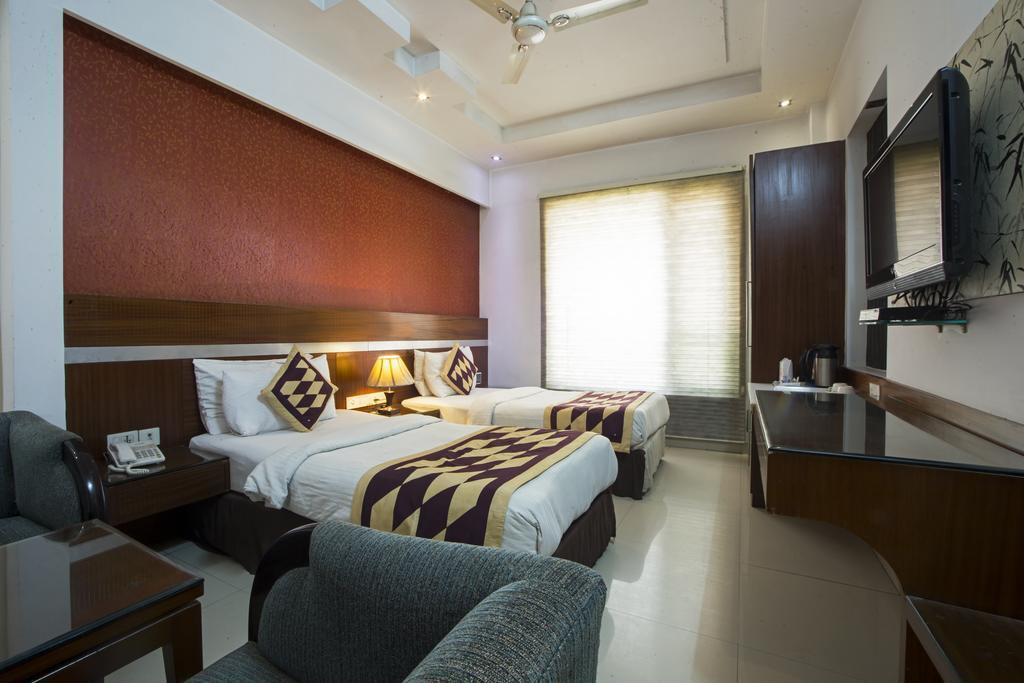 Фото Hotel Krishna 3*