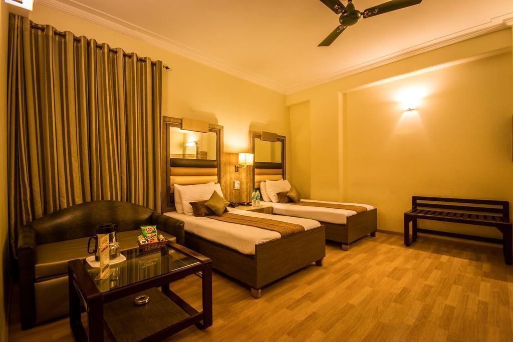 Отель Suncourt Yatri Дели
