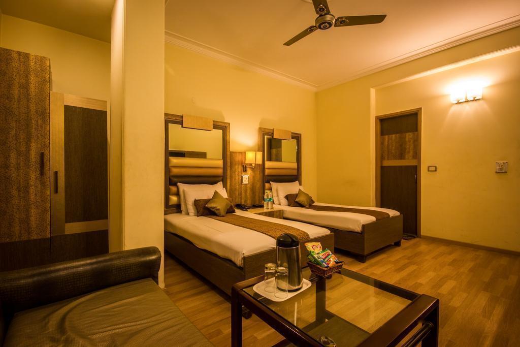 Отель Suncourt Yatri Индия Дели