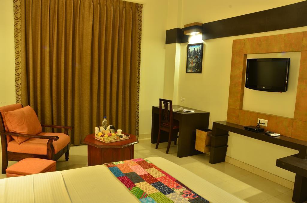 Фото Hotel H.R. Palace 3*