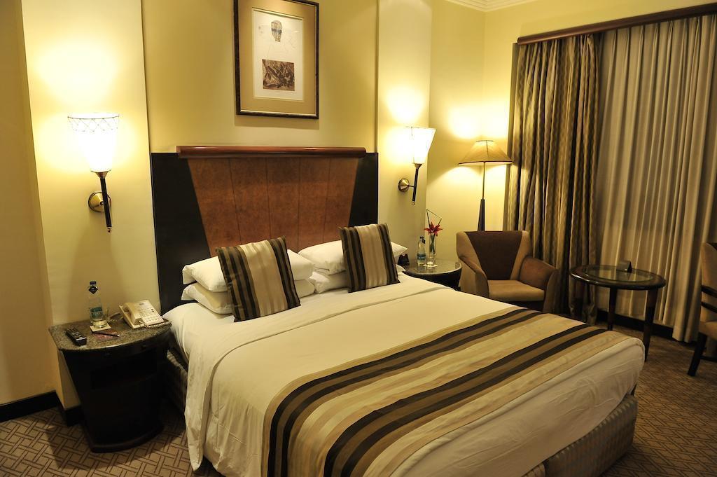 Отель Park Kolkata Калькутта
