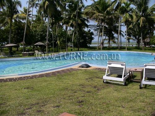 Отель Coconut Lagoon Керала