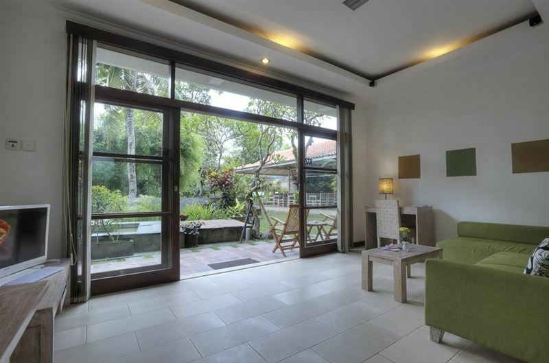The Studio Индонезия Семиньяк
