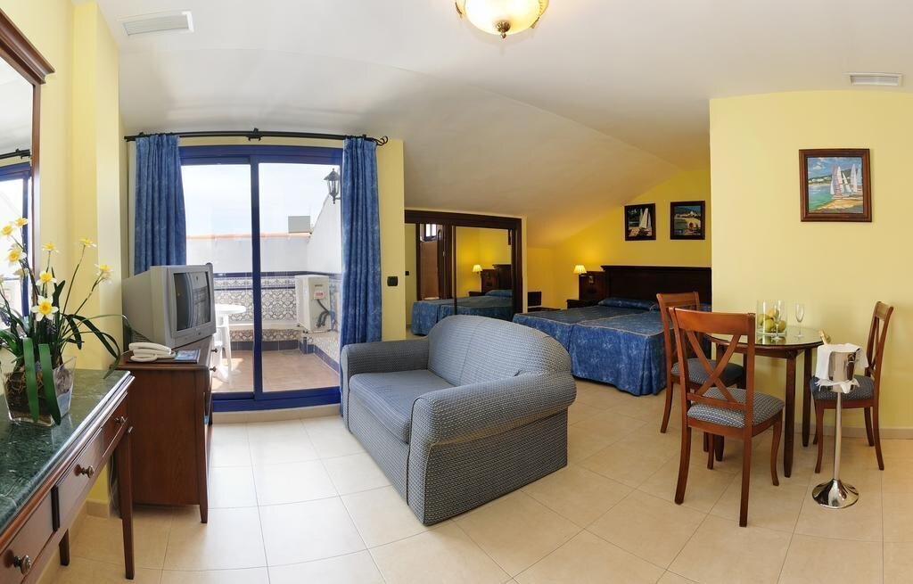 Фото Aparthotel Vistamar 4*