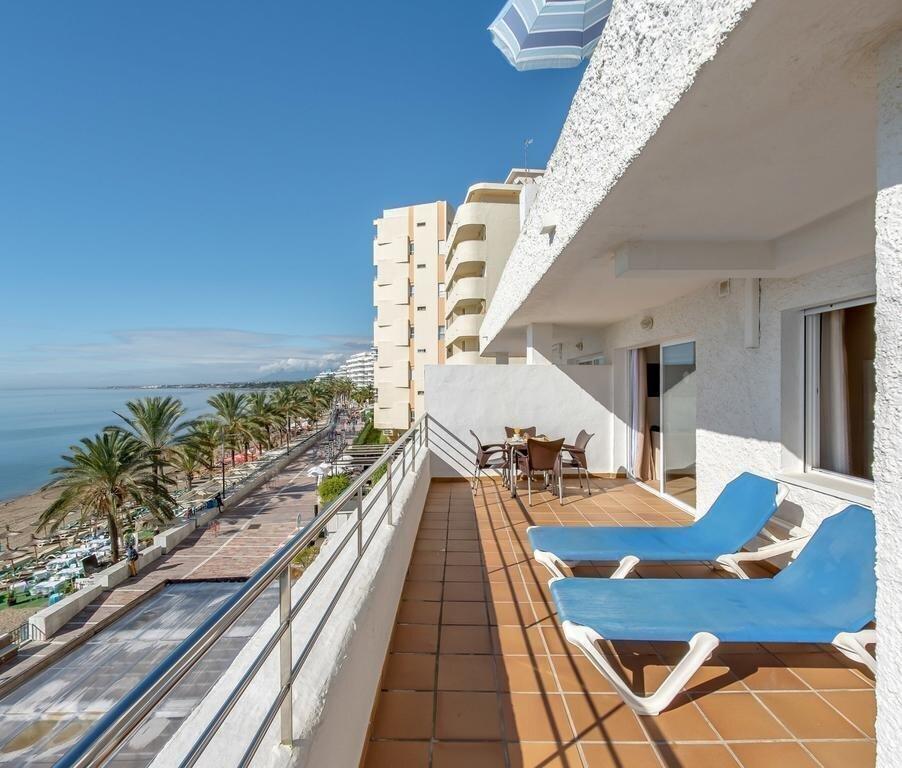 Фото Aparthotel Puerto Azul 2*