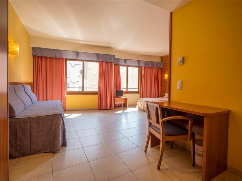 Hotel Checkin Montpalau Пинеда де Мар