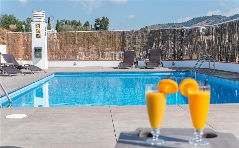 Фото Hotel Checkin Montpalau Испания