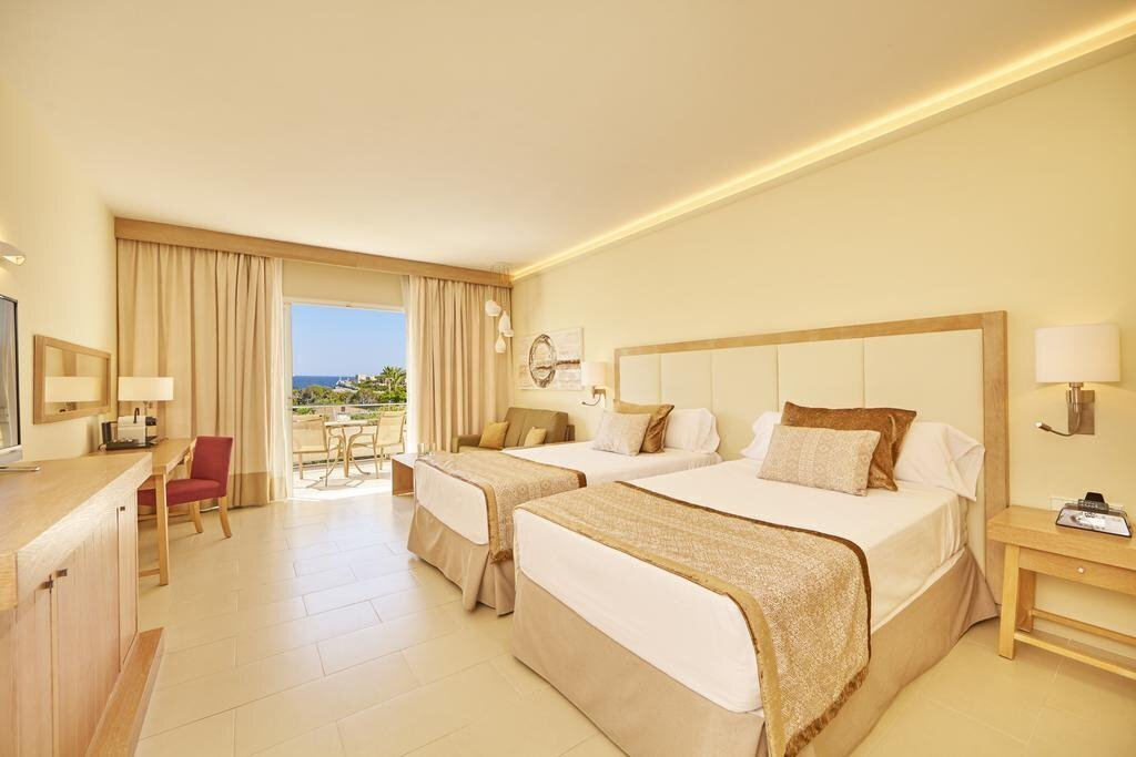 Фото Blau Porto Petro Beach Resort & SPA 4*