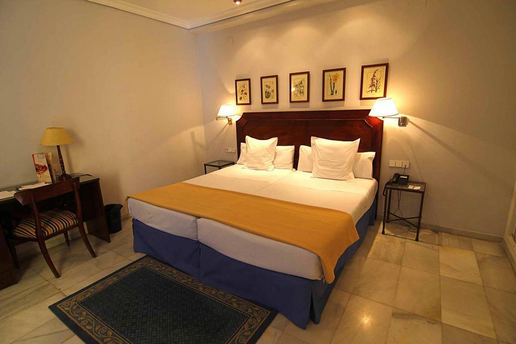 Отель San Gil Севилья