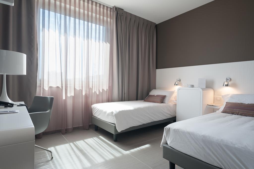 8 Piu Hotel Лечче