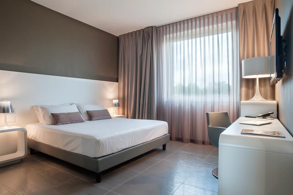 8 Piu Hotel Италия Лечче