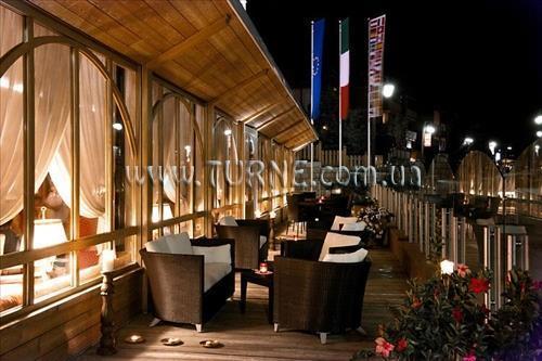 Отель Alpen Suite Мадонна-ди-Кампильо