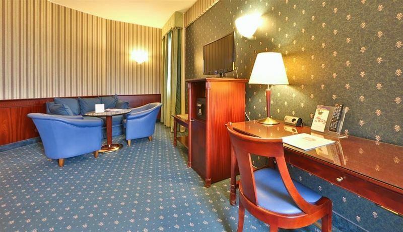 Отель Antares Concorde Милан