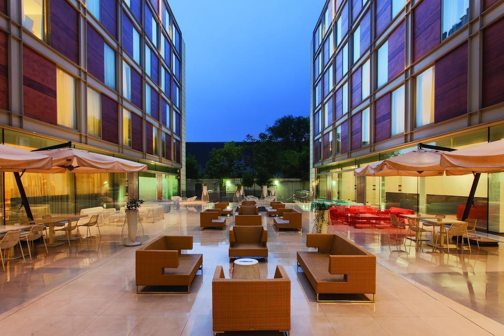 Фото Doubletree By Hilton Milan Италия