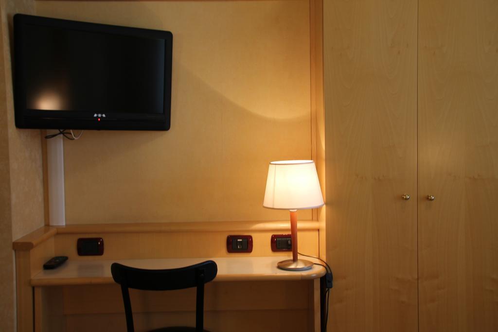 Фото Sant'Ambrous Hotel