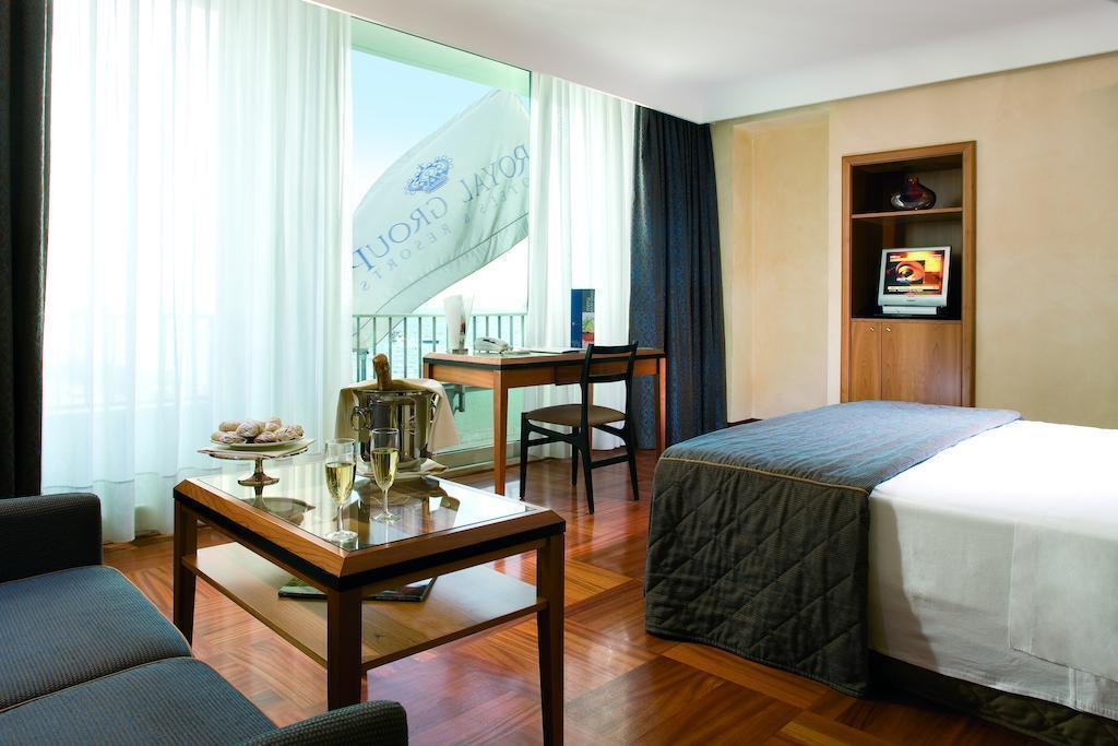 Отель Royal Continental Италия Неаполь