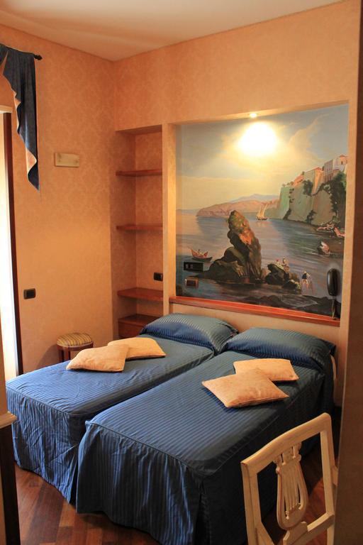 Отель Hotel Suite Esedra Неаполь