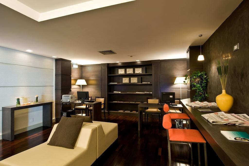 Отель Holiday Inn Naples Неаполь